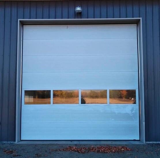 Garage doors repair and installation services